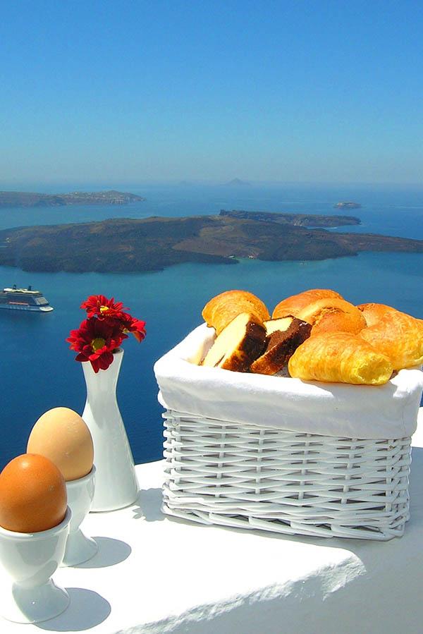 Luxury Hotel in Santorini - Aeolos Studios & Suites